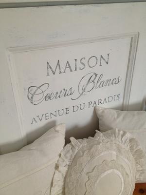 Sänggavel av gammal dörr - med fransk text