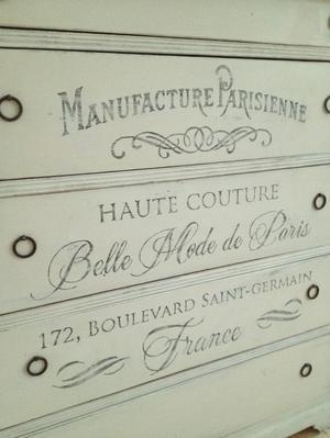 Lantlig rustik byrå shabby chic med fransk text