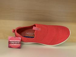 Skechers Womens Ultra Flex Cerise neon STRETCH FIT.  Memory Foam innersula