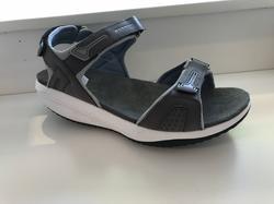 """Sandal med rundad sula, anti-bacterial,  """" Walkmaxx""""  grå/blå. Dom här skorna håller dina fötter frächa och friska, aktiverar muskler och stärker din rygg."""