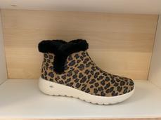 SKECHERS  känga med leopardmönster.  Goga Mat innersula.