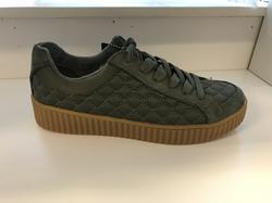 SKECHER STREET  ny modell i olivgrön mocka och textil. Tuff,  skön och stabil.