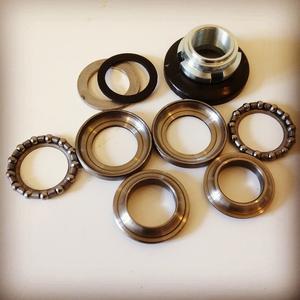 Repair kit steering bearings.