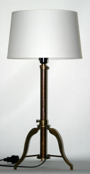 BORDS / GOLVLAMPA MÄSSING