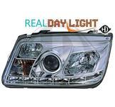 Volkswagen..DRL = day running light.  Strålkastare med parkeringsljus i slinga...Ett par designstrålkastare