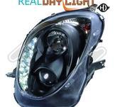 Alfa Romeo..DRL = day running light.  Strålkastare med parkeringsljus i slinga...Ett par designstrålkastare