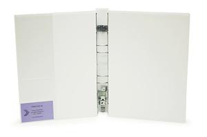 Gaffelpärm Style halvrygg A4 vit UTAN ficka fram. Ficka på insida sid 2 för visitkort m.m.