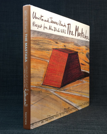 (Christo) (b. 1935) & Jeanne-Claude (1935-2009) - Matthias Koddenberg & Jonathan Henery | Wolfgang Volz (photographs): Christo and Jeanne-Claude: The Mastaba. Project for Abu Dhabi UAE.