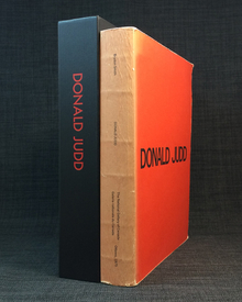 (Judd, Donald) (1928-1994) - Brydon Smith (ed.): Donald Judd. A Catalogue of the Exhibition at the National Gallery of Canada, Ottawa, 24 May-6 July, 1975. Catalogue Raisonné of Paintings, Objects, and Wood-Blocks 1960-1974. / Catalogue de l'exposition à la Galerie nationale du Canada, Ottawa, 24 mai-6 juillet 1975. Catalogue raisonné de peintures, objets et planches en bois 1960-1974.