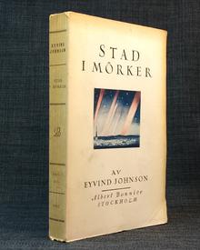 Johnson, Eyvind: Stad i mörker. En roman.