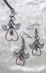 Smyckeset med halsband och örhängen, änglar med glasdroppe