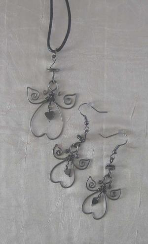 Smyckeset med hjärta av halvädelsten