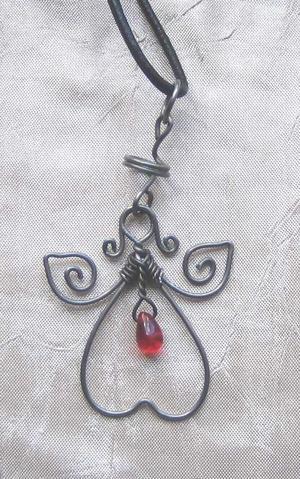 Halsband med glasdroppe