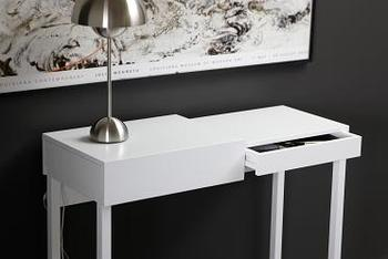 A2-Hidden Laptop Desk
