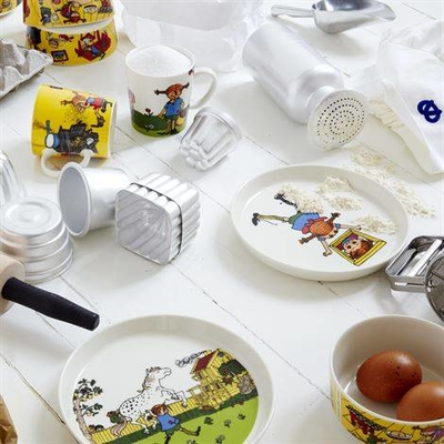 Pippi porcelain plate, Moves in