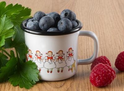 Elsa Beskow Lingonberries emaljmugg 1,5 dl