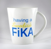 Porslinsmugg - Having a Swedish FIKA, blå/gul text
