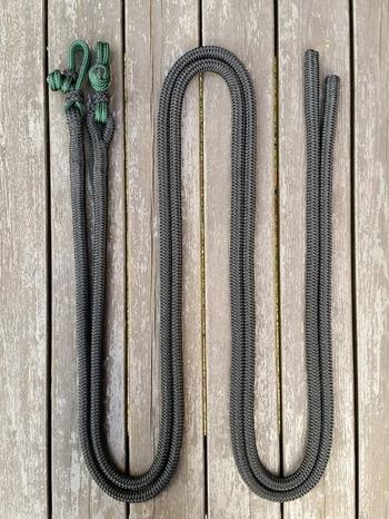 Delade tyglar med repfästen och ändsplitsar