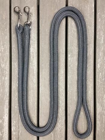 Loop reins with permanent snaps
