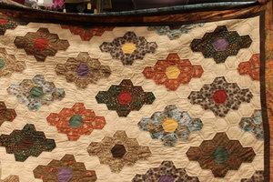 Mammas täcke sytt av hexagoner