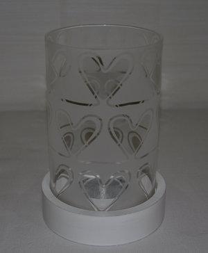 Ljuslykta med hjärtmönster i glaset från Sagaform
