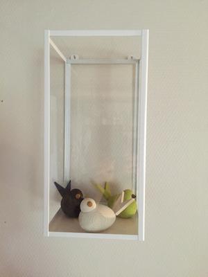 Vägghylla med glas,vit- CN