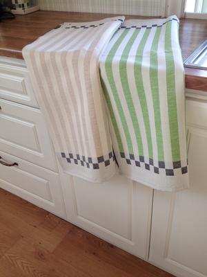 Handduk, med rand i grönt