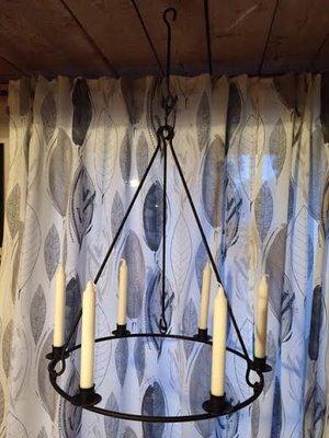 Ljuskrona i svart smide från Spegels