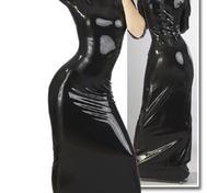 Svart latex-klänning