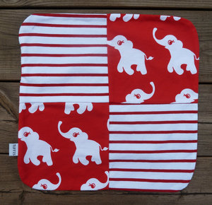 Snutte Glada elefanter röd
