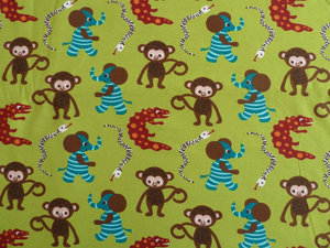 Grön jersey med apor och randiga elefanter