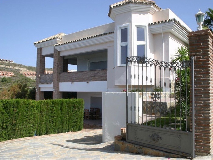 Villa for sale in  La Alquería Benahavis 5 sovrum