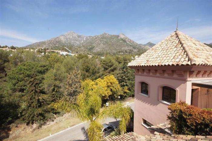 Radhus till salu i Marbella Sierra Blanca  3 sovrum