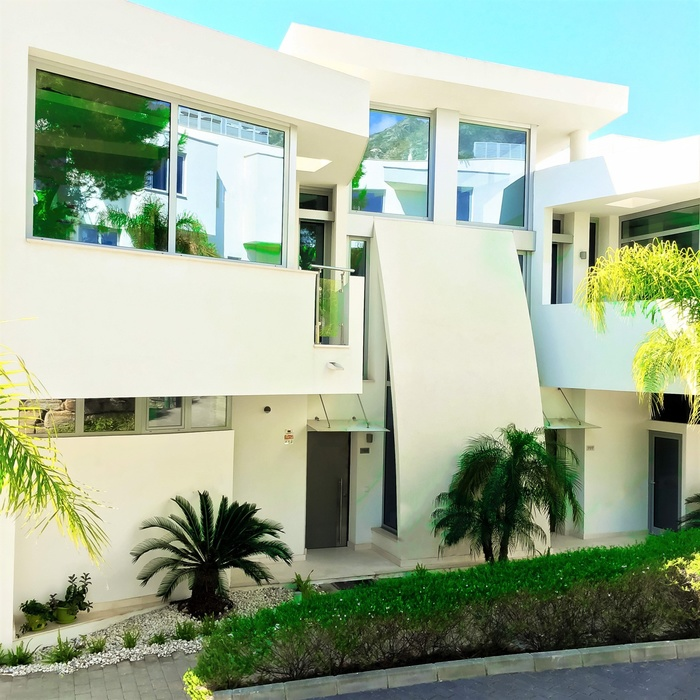 Apartment for sale  Sierra Blanca Marbella  2 beds