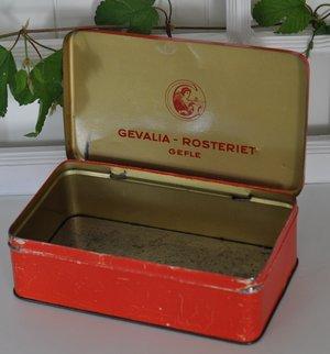 Gammal röd plåtburk från Gevalia-Rosteriet