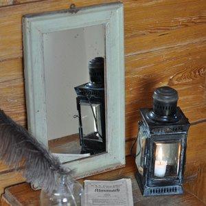 Charmig målad spegel