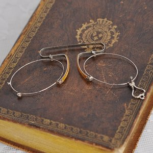 Gammal glasögonbåge, pincené