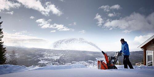 Nu kommer snö och halka.  Våra snöslungor och spridare hjälper dig.