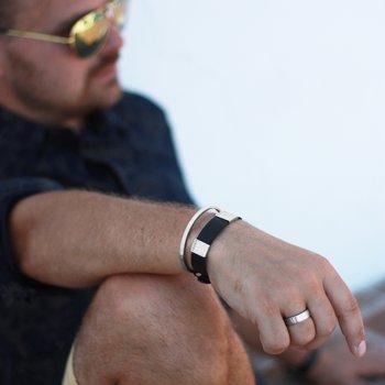 """Stelt armband med text """"älskad son"""", stål"""
