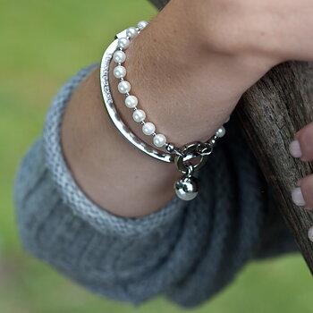 """Stelt armband med text """"älskad mormor"""", stål"""