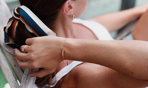 >> C Stockholm smycken Personliga smycken i stål, guld & rosé sedan 2008