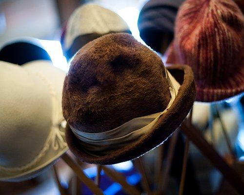 Hattar, väskor, skor Varje tidsepok har sin charm.