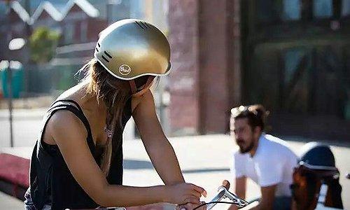 Thousand Helmets Glid fram med stil