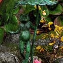 Groda under näckrosblad 40cm Ljusgrön