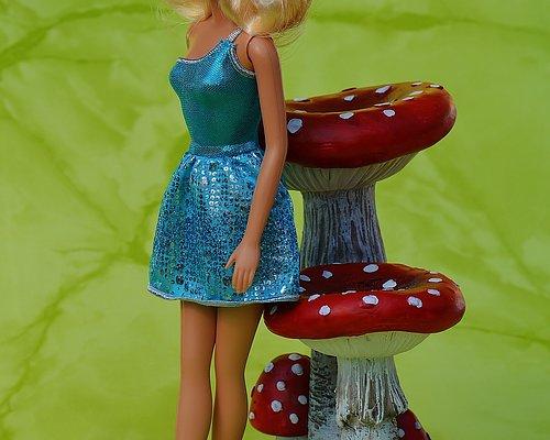 Barbiekläder för barnbarnsleken
