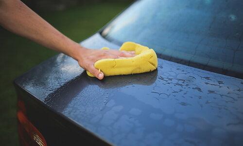 Ge bilen lite extra kärlek  med Resultats avfettningsmedel och bilvårdsprodukter