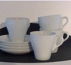 4 vita koppar med fat för x pris