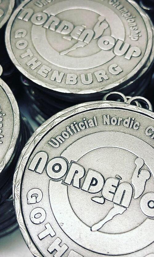 Präglade medaljer - En av vår specialitet Kontakta oss för egna medaljer - Låga priser!