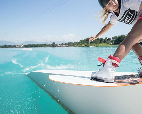 Wakeboards & wakeboots