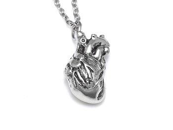 Litet Anatomiskt Hjärta Halsband, Vård Smycke i Tenn
